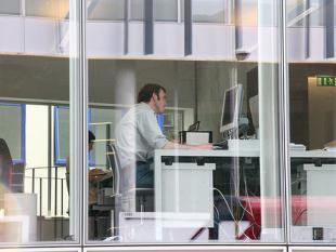 Internetten op het werk: werkgever mag niet alles weten