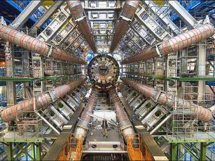 Met deeltjesversneller kijkje in de keuken van de kosmos