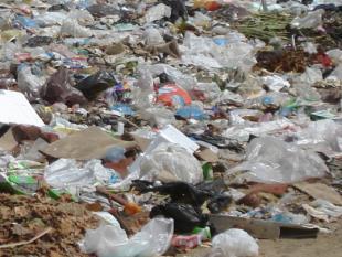 Tiener ontwikkelt methode om plastic snel af te breken