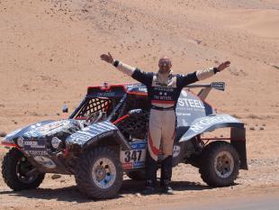 Tim Coronel laadt zich op voor de woestijn
