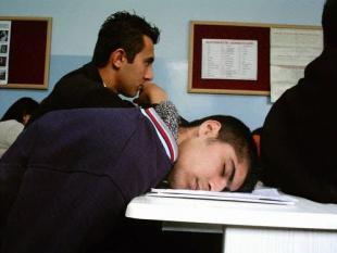 Scholieren halen betere resultaten als ze uitslapen