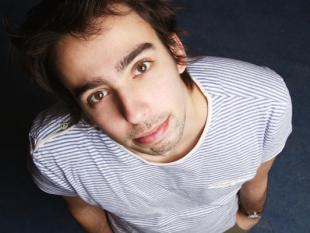 Nederlandse cabaretier zet voorstelling gratis op YouTube