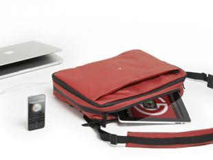 Slimme tas laadt drie apparaten tegelijk op
