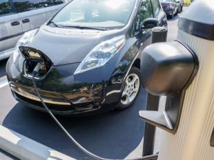 Nog maar 1 procent wagenpark Nederland (semi-)elektrisch