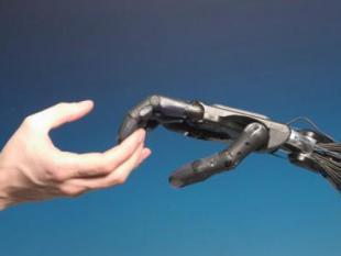 Eerste handprothese met gevoel succesvol getest