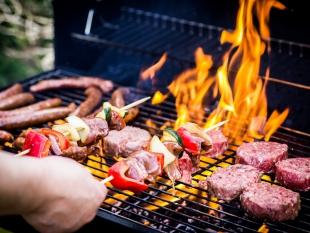 Helft Nederlanders vindt barbecueën niet meer van deze tijd