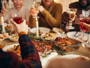 Kwart Nederlanders bereid om met kerst coronaregels te overtreden