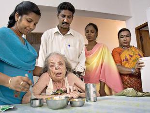 Outsource de zorg voor je ouders naar India
