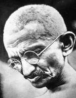 Net zoals Ghandi moet de nieuwe organisatie een eigen zoutmars houden. En zij die dit snappen beginnen niet bij de onderneming of het product, maar bij de Mens.