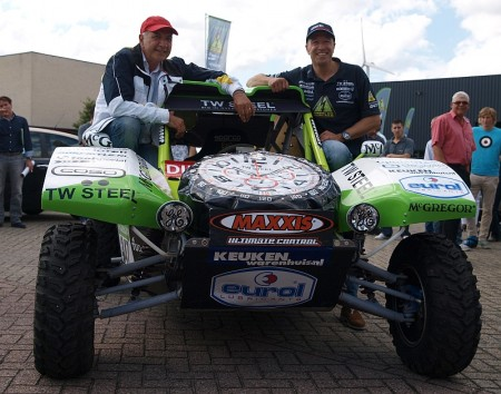Wubbo Ockels en Tim Coronel presenteren de elektrische buggy, prototype voor Dakar 2012