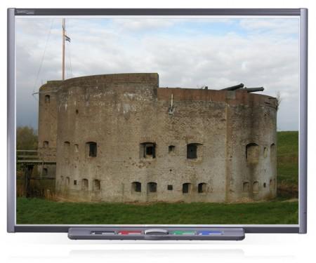Een bekend beeld in het Hollandse landschap: een oud fort uit vervlogen tijden