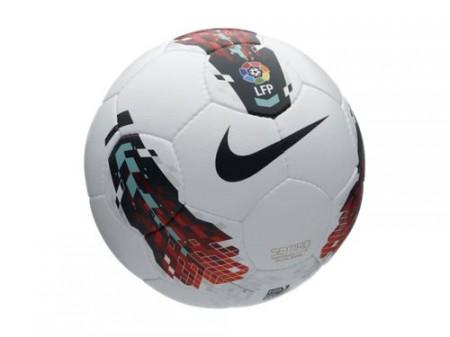 De Seitiro-voetbal van Nike wordt volgens Schapers principes gemaakt.