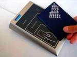 Even met de pas - voorzien van chip - langs de scanner en doorlopen maar.