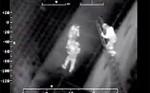 Screen van nachtvideo met de grote helikopter
